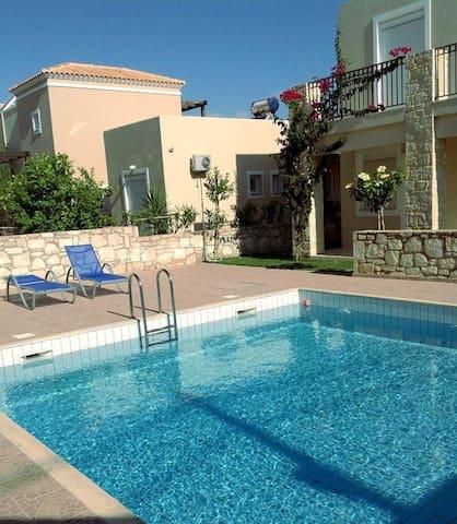 """Cretamos Seaside villas """"Hara"""""""