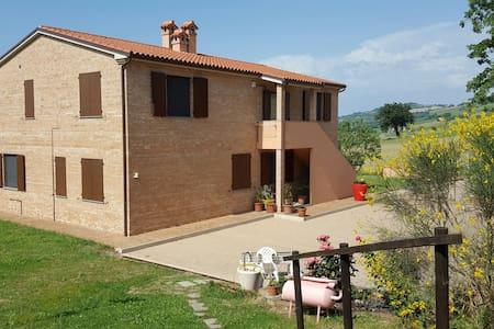 Villa circondata dal verde - Ancona - Villa