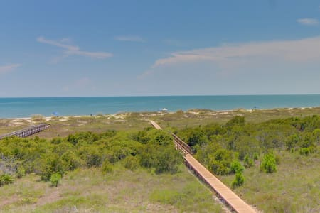 Gulf-front retreat with shared pool/hot tub and ocean views!