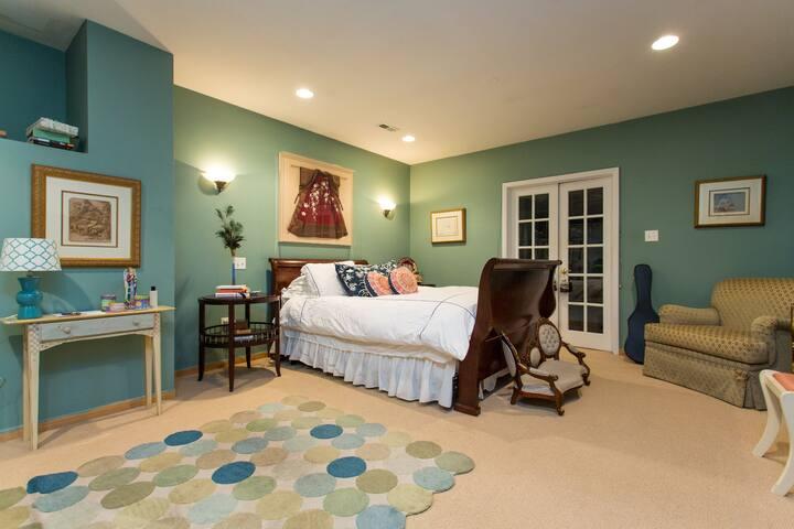 Private Bedroom En Suite in Artist Loft