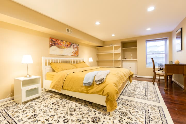 Large, Cozy, and Clean Apartment. 30 Minutes to DC