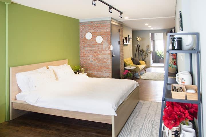 頂樓獨立套房 | 超舒適與設計感絕佳的工作室 | 夜市美食天堂 | 歡迎劇組拍攝 網美外拍 限月租