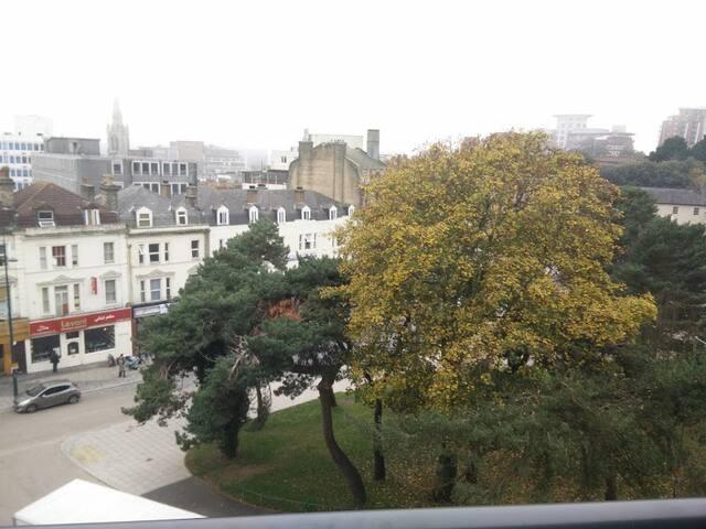 Modern Cosy Double Bedroom - City Centre - Bournemouth - Lägenhet