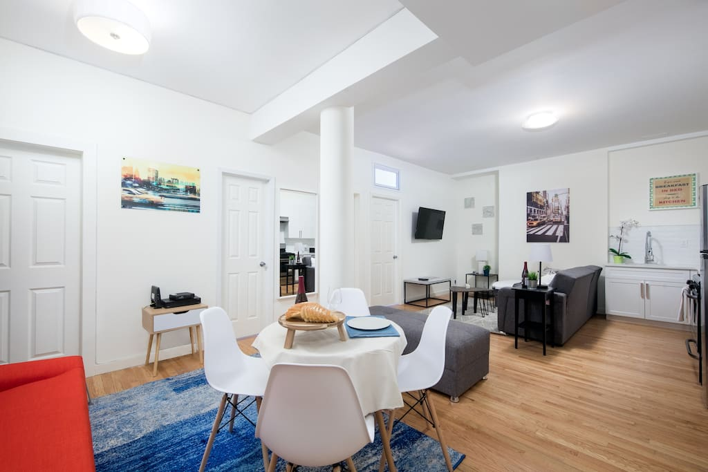 Living room and dining area Salón comedor