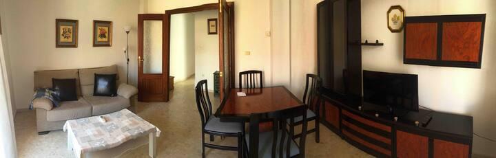 Céntrico apartamento con excelente ubicación.
