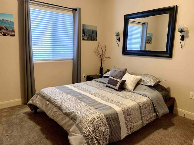 Comfortable Condo with private bed/bath.