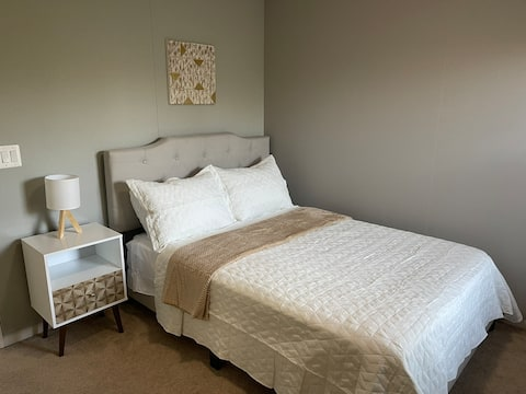 """Beige Private Room """"B"""" Near Bases/ PotomacMall"""