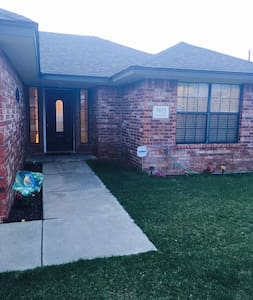 3 bedroom house in the Tradewinds - Amarillo - 獨棟