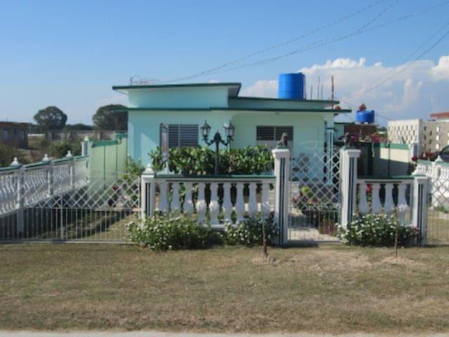 Habitación-1 Hostal Marisel - Playa Giron - บ้าน