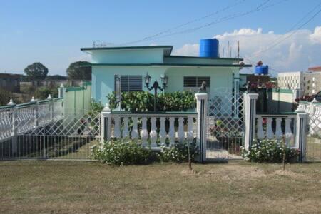 Habitación-1 Hostal Marisel - Playa Giron
