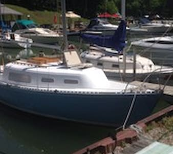 Sailing Yacht named Antrim, beautiful lake view - Bayfield