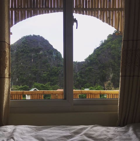 room for 1 person with a balcony Mountain view
