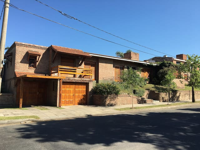 Increíble Casa con Pileta en barrio residencial - Córdoba - Haus