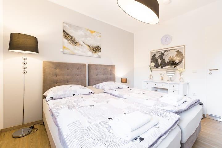 6 beds / 3 Rooms Refrath