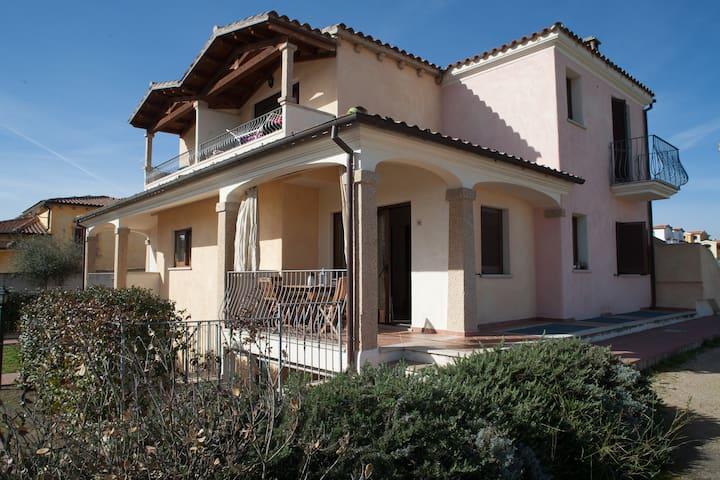 CASA VACANZA OLBIA attico Girasole - Olbia - Lägenhet