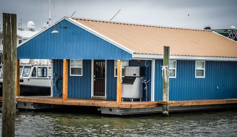 Tiger's Den Houseboat