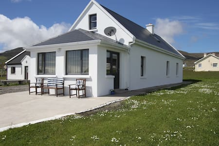 Seaside Cottage in Dooagh Village - Achill - Дом