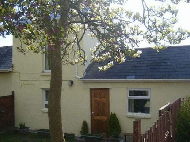 Delightful self catering cottage with Hot Tub