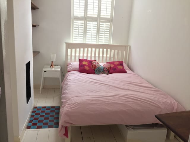 Comfy double room very close to tube Bethnal Green