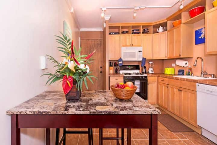 **Professionally Sanitized**Updated Condo Close To Beaches+Dining+Shopping! - Waikiki Lanais City 1 BDR on the 7th Floor
