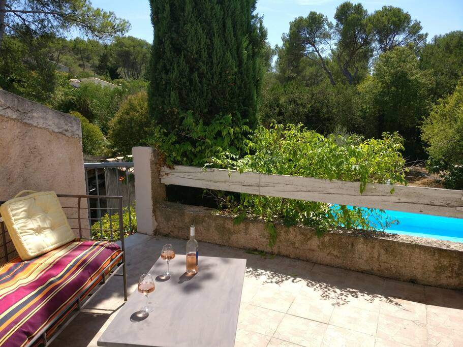 Beau t2 dans cadre agr able avec piscine flats for rent for Piscine cabries