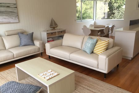 Point Lonsdale Front Beach Townhouse