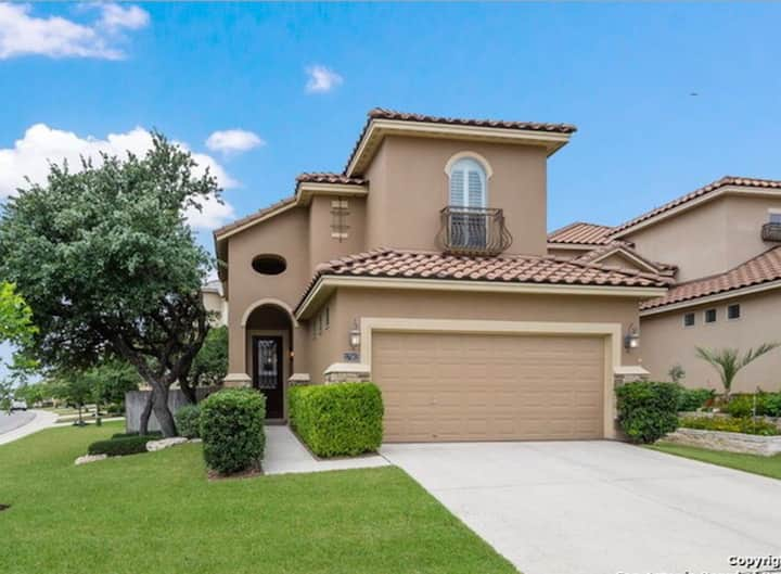 3 bedrm home gated community 3mi from La Cantera