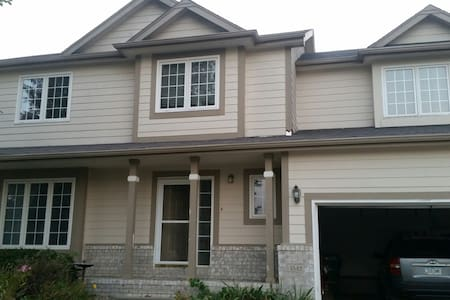 Large bedroom in home near lots of activities - Altoona - Other