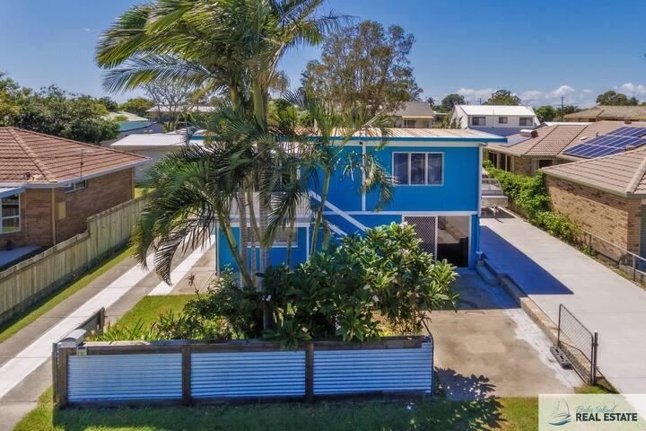 BRIBIES BLUE HOUSE