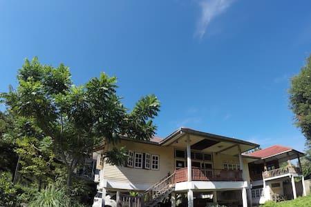 Thai style house near the river, Chainat - Chai Nat - Alojamento na natureza