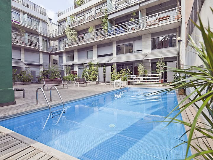 Apartment Barcelona with Swimming Pool near the center