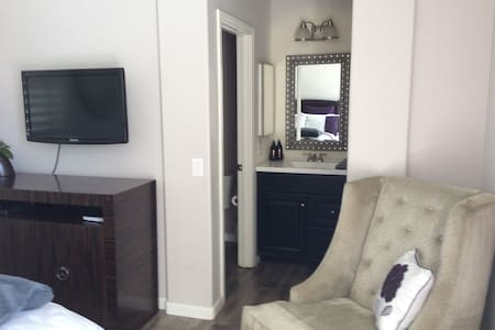 Cozy Casita w/Private Entrance - Las Vegas