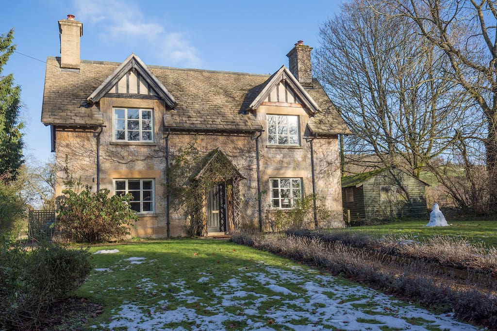Sleeps 6 cottage sudeley castle cotswolds cottages for for Castle and cottage home collection