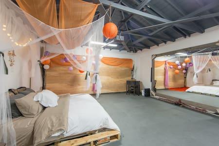 Detached Artist Studio Room - Chambres d'hôtes