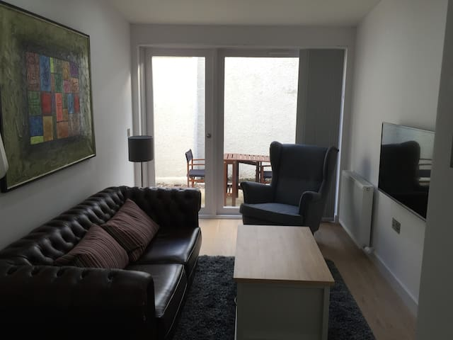 Stylish, Modern 1BR with Garden - Saint Andrews - Appartement
