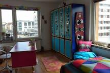 Hübsches & farbenfrohes Zimmer in guter Lage :D