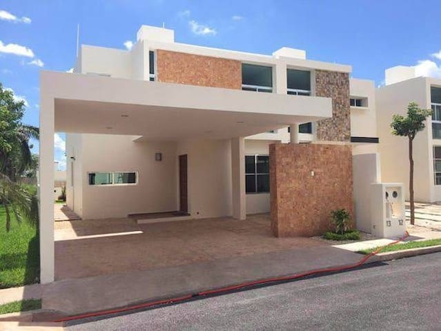 Habitación Privada en Casa Amplia con Piscina