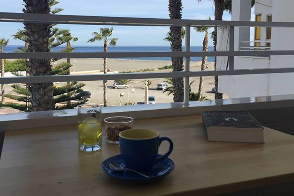 Piso en playa de poniente primera linea de playa for Alquiler de pisos en motril