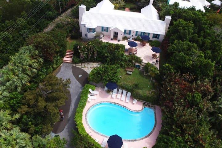 Tropical Estate, Large 4 Bedroom, Views
