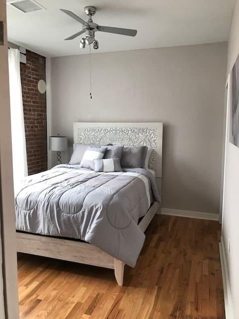 Historic Meets Modern Apartment - Purple Suite