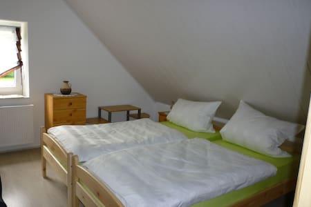 Gasthaus - Pension Am Buchberg (Mönchsdeggingen), Ferienwohnung 2 im ersten Stock für bis zu 3 Personen