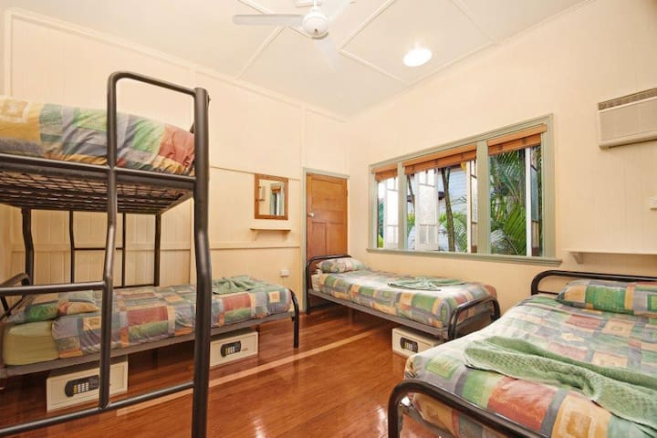 4 Share dorm in Tropic Days Boutique Guest House