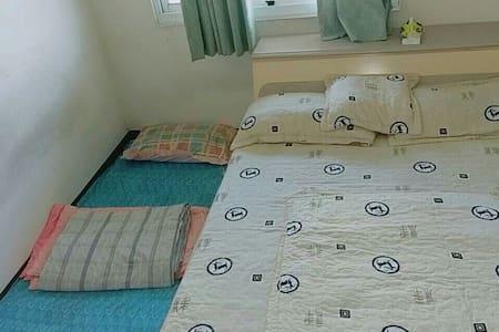 家中空房,無豪華設施,私人空間獨立房源,請翻閱圖片確認房型。需自備牙刷膏,其餘備品基本有備。