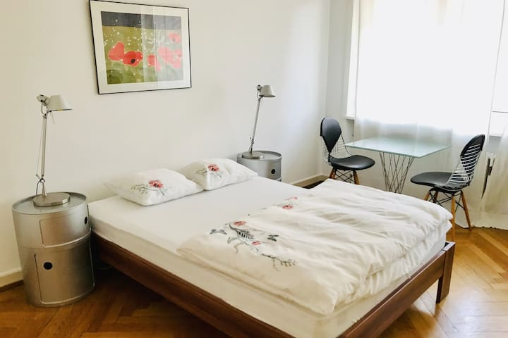 Room 30 min.from airport 10 min. from main station