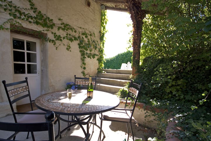 2 bed cottage near Aubeterre sur Dronne