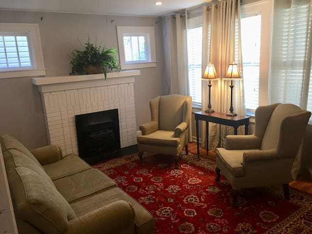 Cozy two bedroom apartment - Downtown Windsor