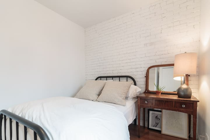 PRIVATE ROOM. Heart of Plateau Mont-Royal