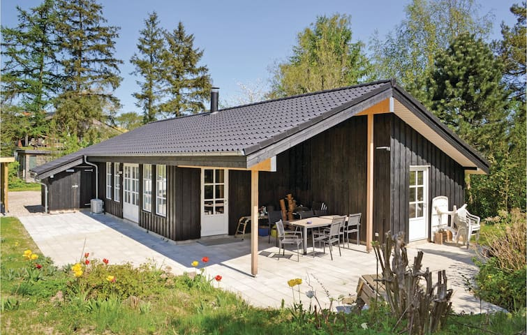 Holiday cottage with 3 bedrooms on 96m² in Egå