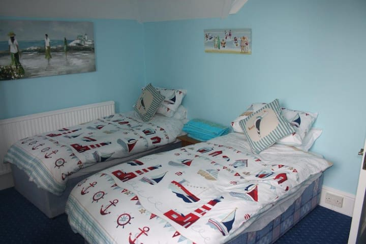 A Friendly House 500 Yards from The Sea (Sleeps 4)
