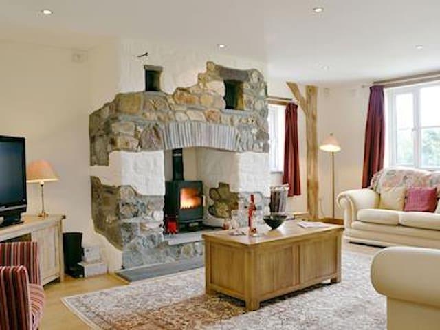 New cosy home near St David's & Sea
